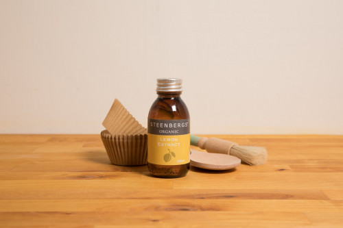 Steenbergs Organic Lemon Extract is part of the UK Steenbergs organic home baking extracts range.