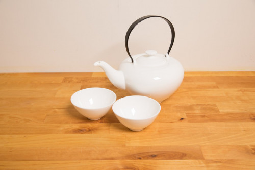 White Bone China Teapot with cups set (cups with no handles) from the Steenbergs UK online shop for tea and tea accessories.