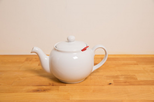 Buy Chatsford White Teapot 6 cup with integrated tea infuser.
