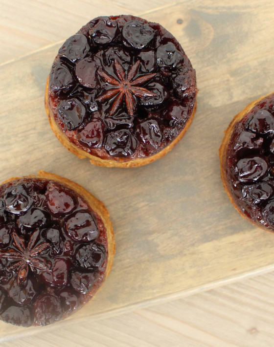 Recipe for CHERRY & ANISE CARAMEL UPSIDE DOWN CAKE WITH MACADAMIA