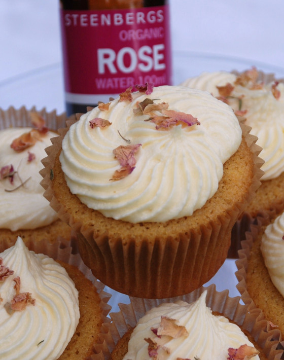 George's Favourite Cup Cakes with Rose Icing